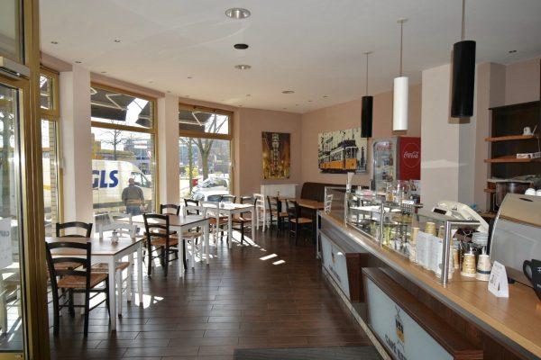 Cafe-/Gastrofläche mit großer Fensterfront